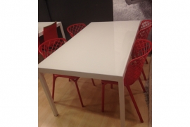 Mesa de Comedor HAPPY + 4 Sillas Calligaris