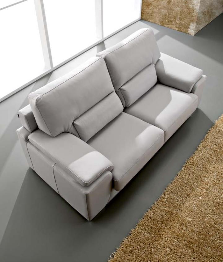 Sofa modelo derek pedro ortiz puedes verlo en sofas goyal for Sofas de calidad en madrid